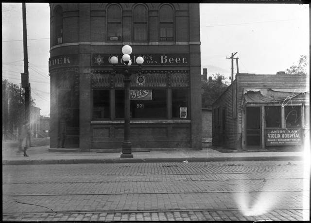 Sauset Saloon, 501 Cedar Avenue, ca. 1919