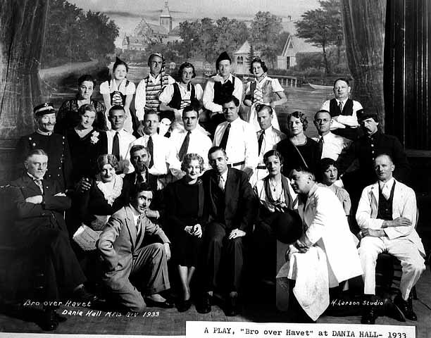 Cast of Bro Over Havet, Dania Hall, 1933
