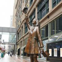Mary Tyler Moore statue, Nicollet Ave.